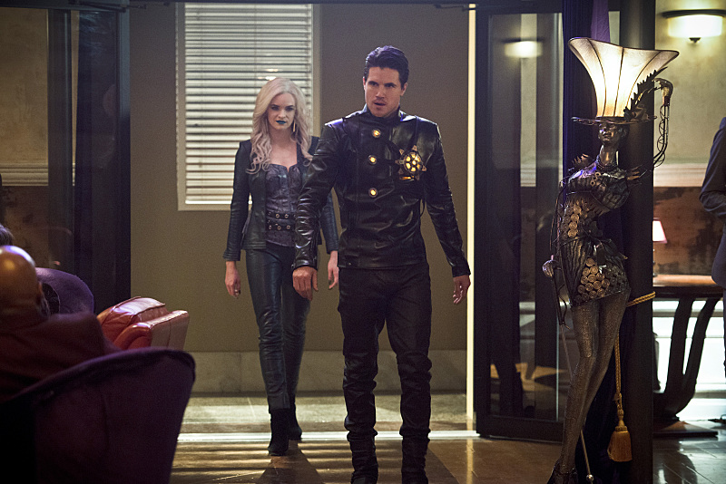 "The Flash -- ""Welcome to Earth-2""  -- Pictured (L-R): Danielle Panabaker as Killer Frost and Robbie Amell as Deathstorm -- Photo: Diyah Pera/The CW -- © 2016 The CW Network, LLC."