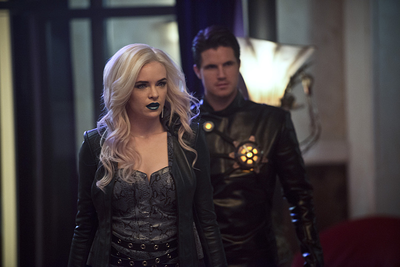"The Flash -- ""Welcome to Earth-2"" -- Pictured (L-R): Danielle Panabaker as Killer Frost and Robbie Amell as Deathstorm -- Photo: Diyah Pera/The CW © 2016 The CW Network, LLC."