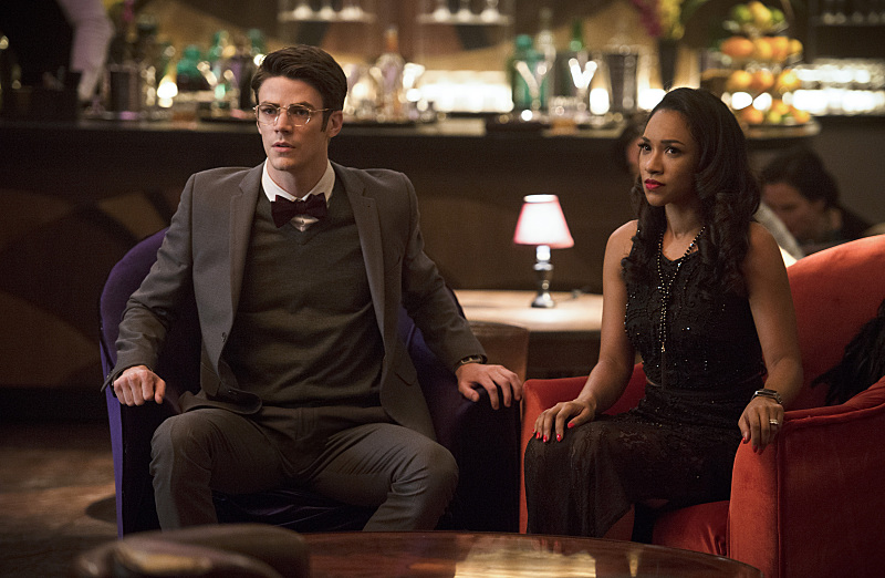 "The Flash -- ""Welcome to Earth-2"" -- Pictured (L-R): Grant Gustin as Barry Allen and Candice Patton as Iris West -- Photo: Diyah Pera/The CW -- © 2016 The CW Network, LLC."