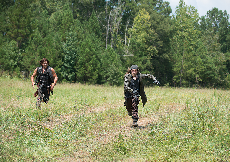 the-walking-dead-episode-610-daryl-reedus-935